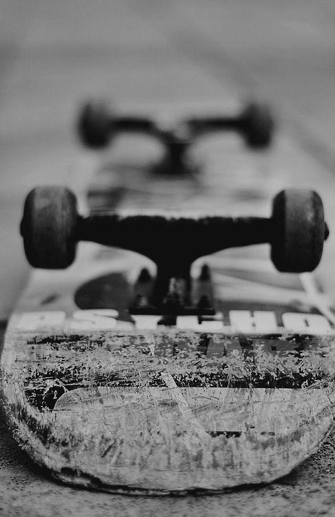 使い古したスケートボード