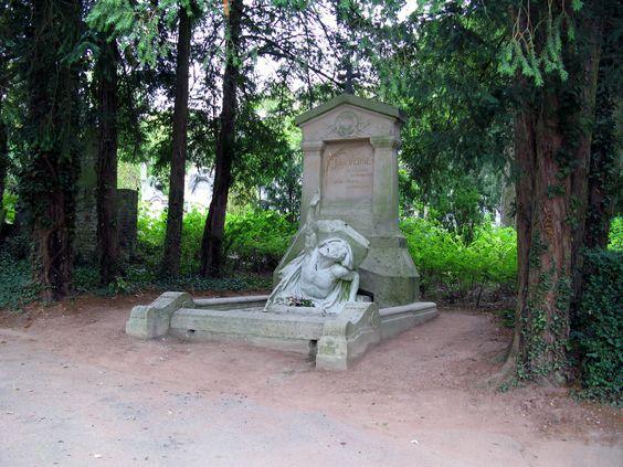 Tombe de Jules Verne au cimetière de la Madeleine à Amiens
