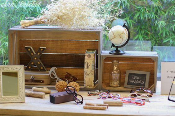 decoración handmade mesa con lentes marrones Sra. Cricket