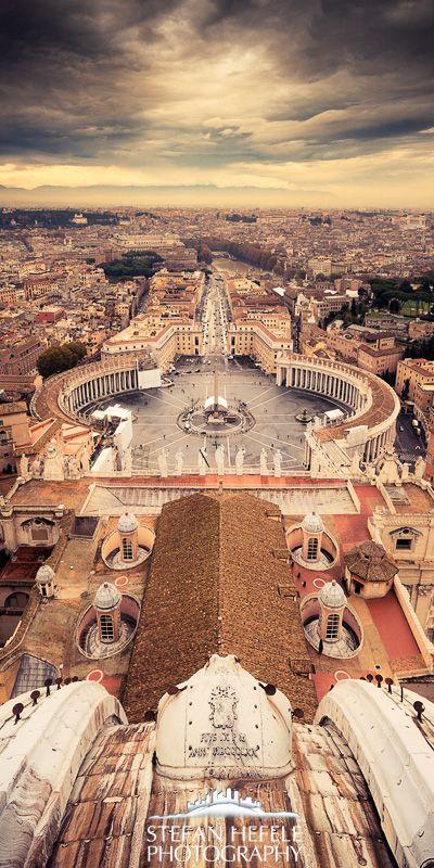 Curiosidade... Roma é a única cidade no mundo que tem em seu interior um país inteiro, o enclave do Vaticano. Centro do poder da Igreja católica.