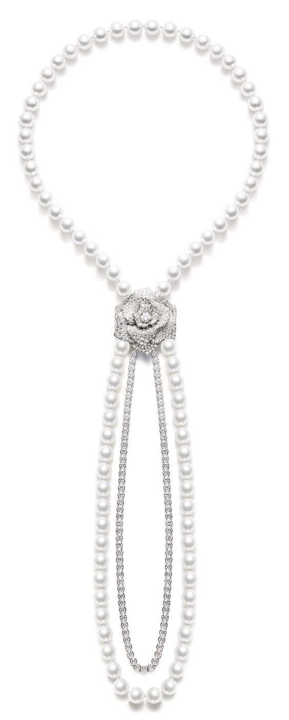 Piaget Rose - Limelight Garden Party neck-chain in 18K white gold set with 409 brilliant-cut diamonds (approx. 22.22 cts) and 86 white pearls.