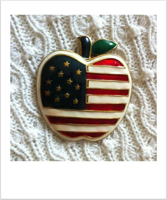 Broche big apple R$13.00