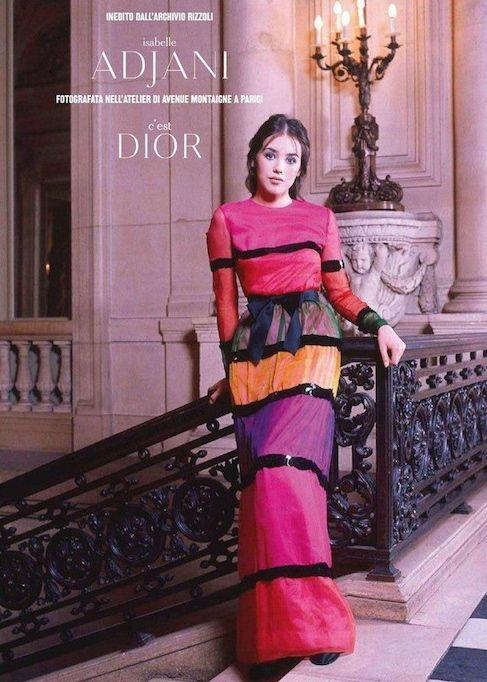 Alors pensionnaire de la Comédie-Française, Isabelle Adjani joua les mannequins pour la maison de haute couture Dior le temps d'une séance photo, circa 1973