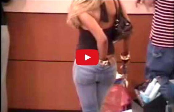Chica se rasca el culo y después se huele los dedos | TVEstudio