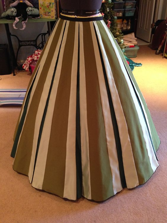 Anna's coronation dress skirt tutorial - This would be nice for a steampunk skirt, too.