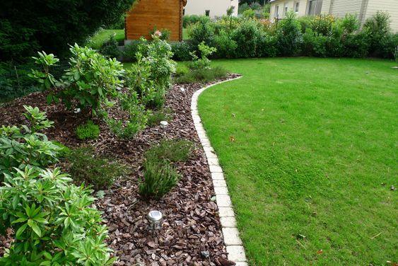 Bordure paves entre gazon et plantation jardin pinterest for Jardin et plantation