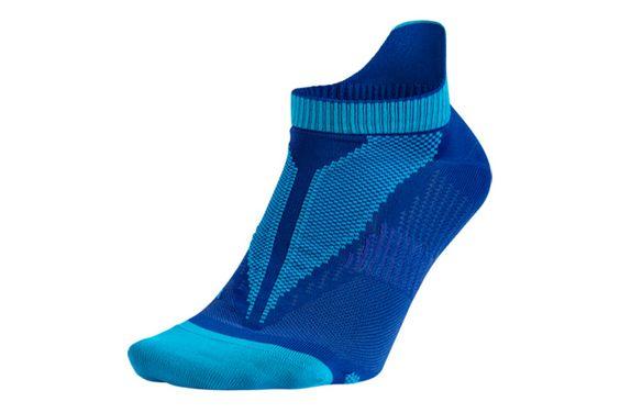 #Nike Elite Lightweight No-Show - uniwersalne skarpety sportowe. Skarpety zostały uszyte z materiałów odprowadzających wilgoć na zewnątrz tkaniny. Stopy dłużej pozostają suche.  Dostępne w kolorach - niebieskie,różowe,białe i szare. #skarpetki #jesienzima2015 #unisex