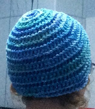 Loved the Relief Spiralo Pattern immediatly so I had to crochet a hat!