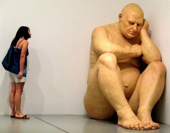 Ron Mueck    http://www.wall-mag.com/2011/12/loeuvre-du-sculpteur-ron-mueck/#