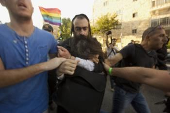 Ultraortodoxo apuñala a 6 en desfile gay en Jerusalén