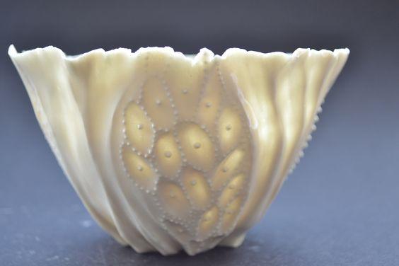 white porcelain transperancy bowl