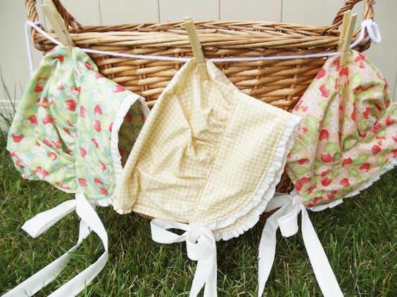 Pioneer Bonnet Tutorial. Easy bonnet made from a fat quarter! Could use for Pioneer Day, July 24th, American Girls, or Little House on the Prairie!