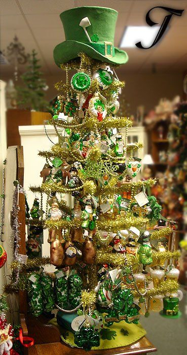 i'm seriously thinking about leaving one tree up all year and changing the ornaments for the holiday!