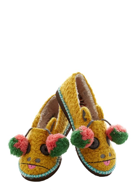 For Feet's Sake Slippers in Giraffe. Whats cuter than looking down on brightly painted toenails? #yellow #modcloth