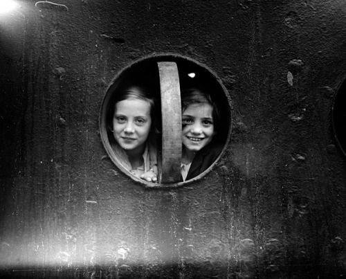 Porthole Girls, nd (London Express / Gettyimages)