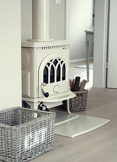 This looks like Jotul brand stove. If we plan for a stove in the living room, I like this one~they come in a variety of colors.