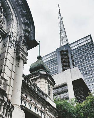 Ainda restam alguns traços do passado convivendo com os prédios mais modernos. | 25 fotos que são uma declaração de amor à avenida Paulista