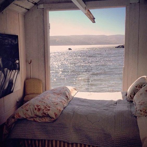 Vom Bett aus aufs Meer schauen...