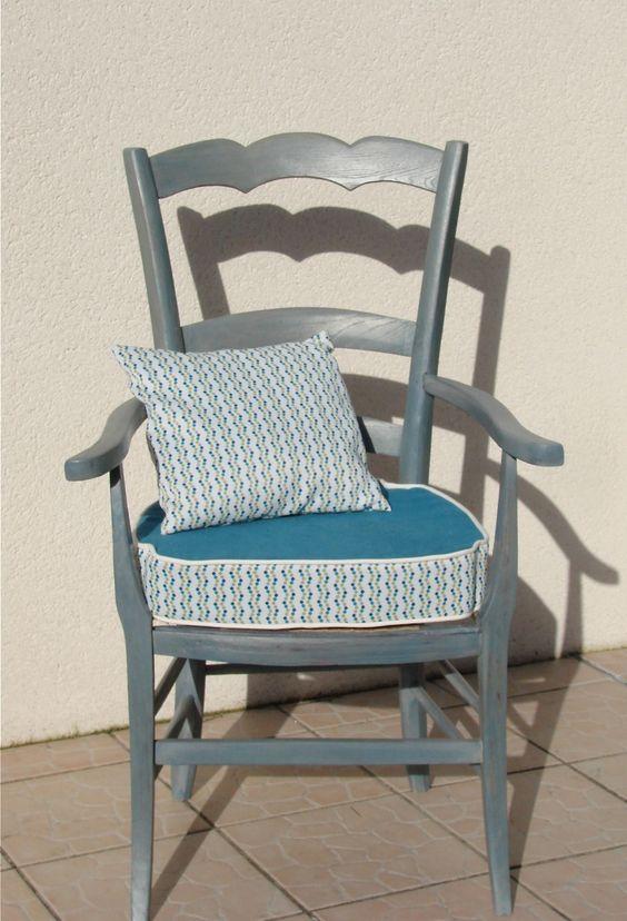 Fauteuil en chêne patine bleue assise tissu géometrique déhoussable