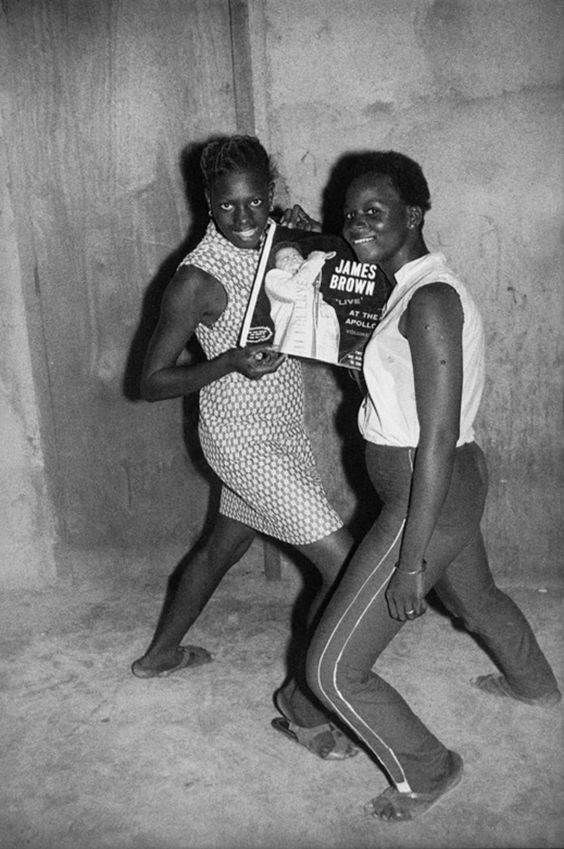 It's too funky in here! Photo by Malick Sidibé