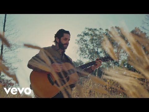 Thomas Rhett Celebrated His New No 1 Song By Thanking Fans Iheartradio In 2021 Country Songs Thomas Rhett Songs Thomas Rhett