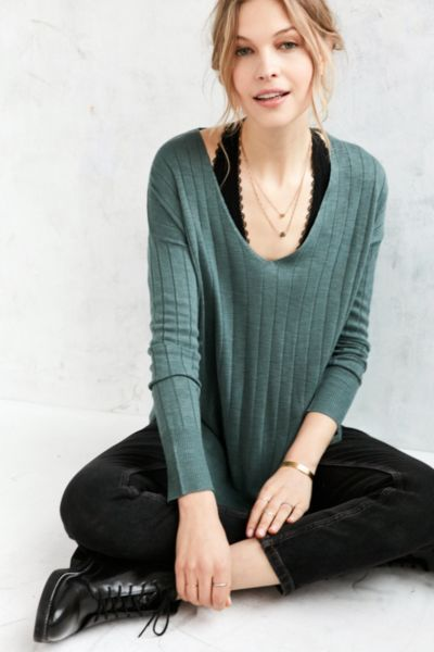Kimchi Blue Ribbed Knit Deep V Tunic Sweater - Urban Outfitters