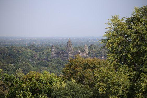 Đền Angkor nhìn từ Phnom Bakheng
