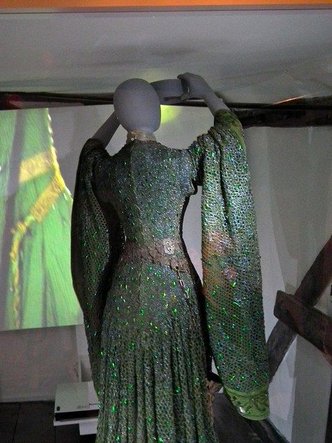 Beetle-wing dress revisited | Glass of Fashion
