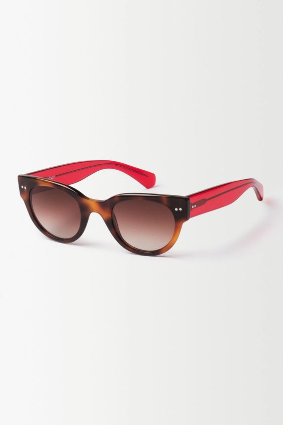 Crimson Contrast Wayfarers - anthropologie.eu #AnthroFaves #PintoWin
