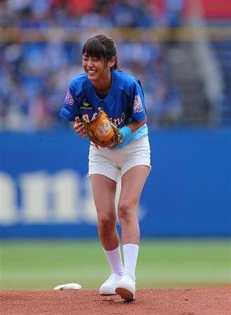 始球式を務める岡副麻希の美人でかわいい画像