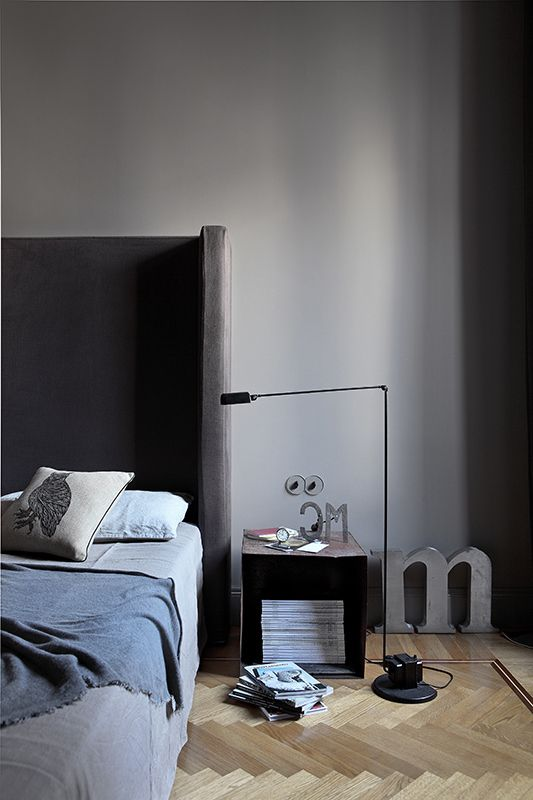 Masculine and gray Is gray sad? My answer is no. Here used in excess, it turns into a soft cocoon,  wrapping and absolutely masculine.