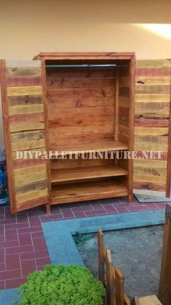 Wardrobe made with pallet planks 5