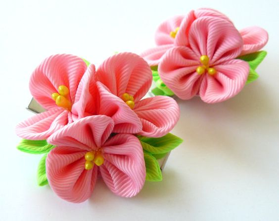 A flowers are made in the technique of tsumami kanzashi. Alligator type hair clips with non-slip grips. Flowers are made from grosgrain ribbons. Flower`s d~ 2 inch ( 5 cm)    My handworks can be a unique gift for you, your family and friends!    For more items, please visit my shop home:  http://www.etsy.com/shop/JuLVa