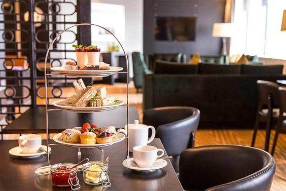 Afternoon Tea & Rosé Prosecco for 2 @ Hilton Canary Wharf