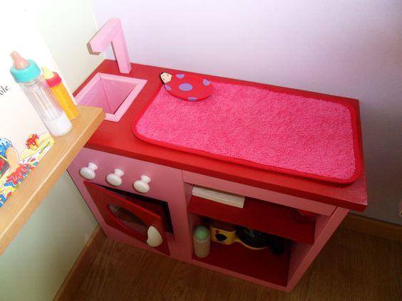 Voila une table a langer pour poup e faite maison un jolie for Table a langer haute