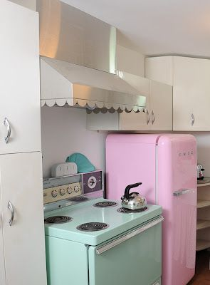 Those scallops are just too darn cute! This is all so simple and sweet...and ohhh that SMEG fridge!!!  #pink #retro #kitchen #aqua #mint