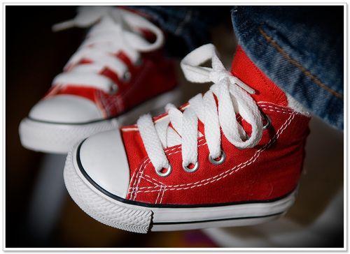 تفسير الحذاء في الحلم للبنت معنى رؤية الحذاء في المنام Kids Couture Baby Converse Baby Shoes