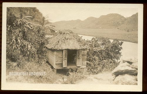 PUERTO RICO - Un Bohio near the River - 1910's. Straw Hut