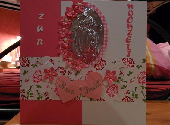 Eine DIY Hochzeitskarte mit ganz vielen liebevollen Details. Von gestanzten Blüten mit Perlen über ein Portrait auf Prägefolie.