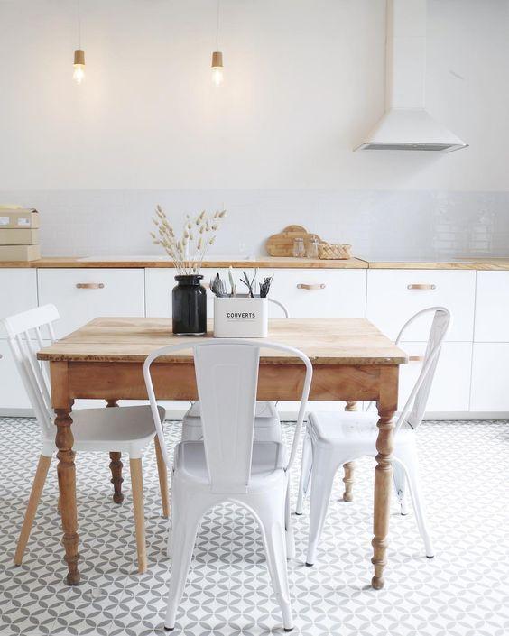 Comment Mixer L Ancien Et Le Moderne Cuisine Moderne Blanche Chaise Cuisine Cuisine Moderne
