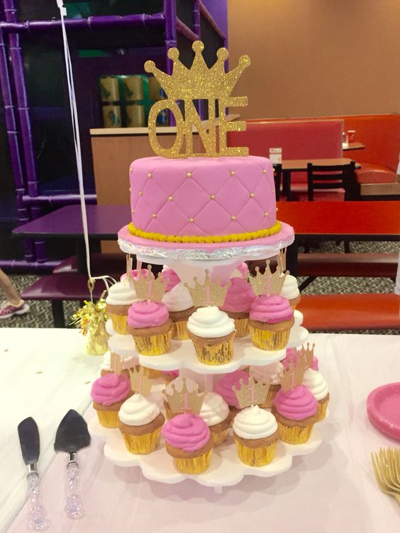 Pink & Gold cake/cupcakes. A royal 1st birthday!