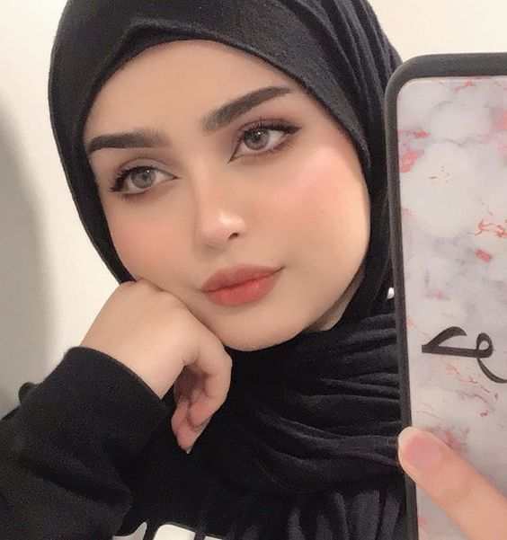 H A W R A A On Instagram صباح الخير عليكم يا أهل الخير مشتاقتلكم كولش هوايه و اسفه مداتفاعل وياكم بس Hijab Makeup Beautiful Arab Women Iranian Beauty
