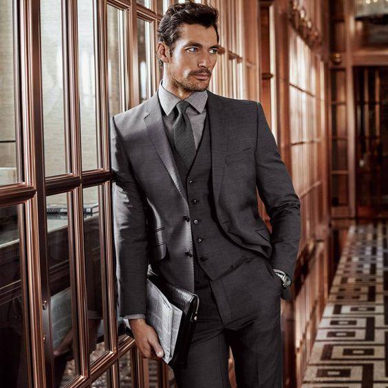 Retour au bureau avec élégance! Faites impression avec un nouveau costume: http://bit.ly/1Uk3Z9c  by Marsk ans Spencer