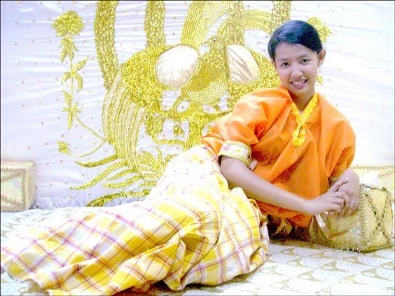 Young Bugis girl - http://www.prayingforindonesia.com/ethnic-groups/the-people-of-sulawesi/who-are-the-bugis/