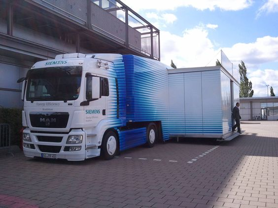 RAINBOW 29: lowliner with 60qm floor space, stage, kitchen and storeroom, lowering to 320mm possible, air conditioner and heating system... #truck #lkw #mega #giant #riesig #rainbow #küche #kitchen #bühne #stage rainbow-promotion.de