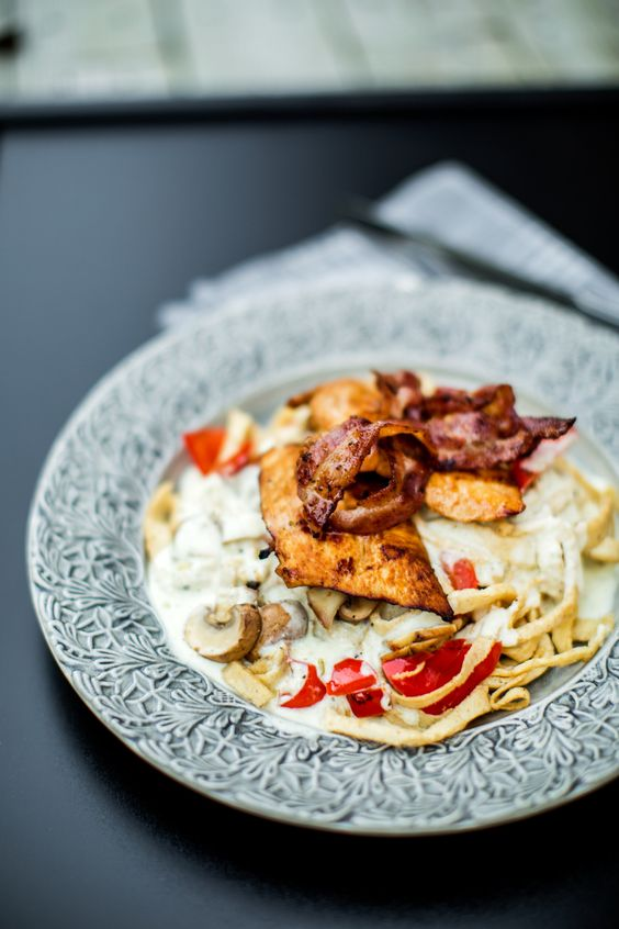 low carb chicken alfredo- rich, creamy, bacon-- yes please