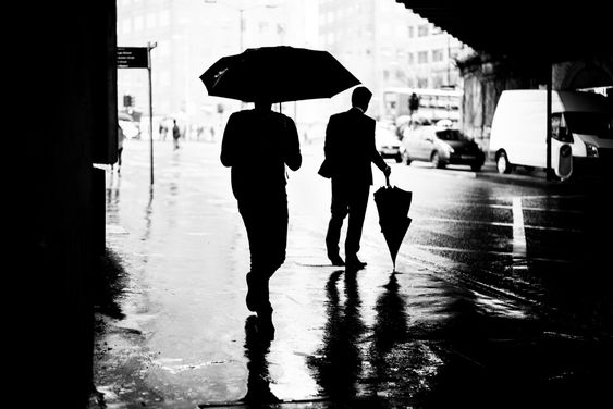 Explorando la soledad de la vida en la ciudad a través de la fotografía - Cultura Inquieta
