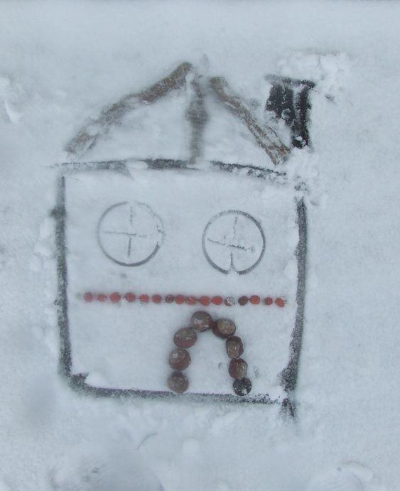 téli játékötlet gyerekeknek hóban