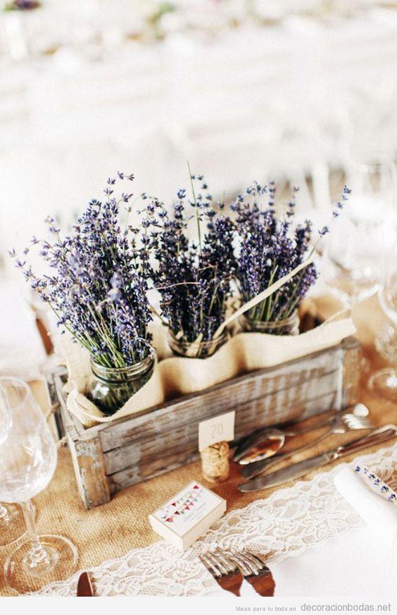 Centro de mesa para bodas primavera 2016 con lavanda, estilo vintage