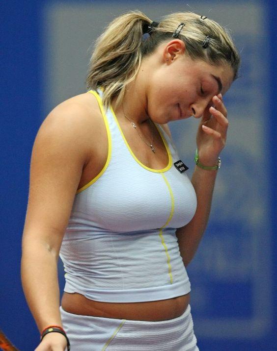Female tennis player boob